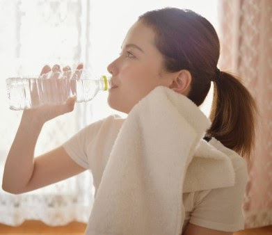 7 Evidence-based health benefits of drinking water